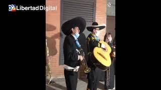Los mariachis de Forocoches dedican a Pablo Iglesias el 'Canta y no llores'