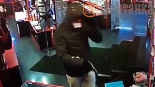 Нападение на секс-шоп