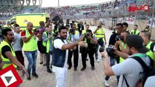 اتفرج | تامر حسني يغني مع الجمهور في السوبر الإماراتي