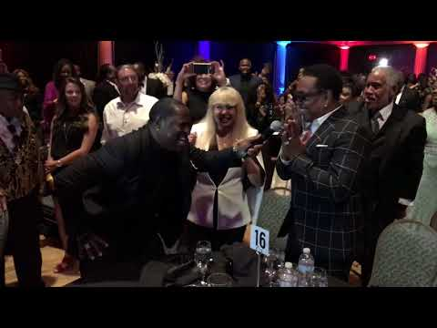"""Johnny Gill Performs """"Outstanding"""" in Tribute to Charlie Wilson at NMAAM"""