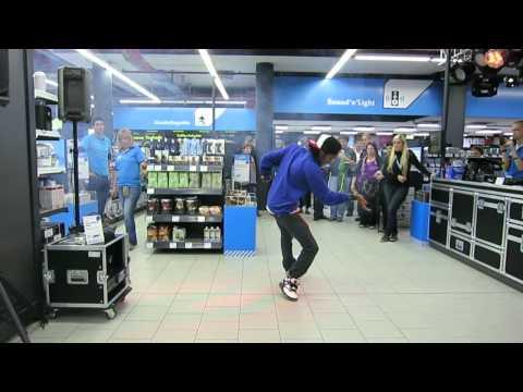 Marquese Scott, Dubstep-Dancer @ Conrad Electronic Essen, 04.10.2012, Part 1