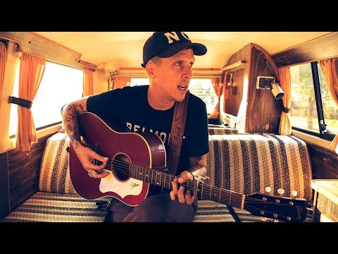 """VDub Sessions // American Aquarium plays """"I Gave Up The Drinking (Before She Gave Up On Me)"""""""