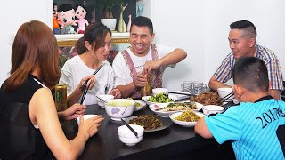 【超小厨】姐夫来做客,清蒸鲈鱼麻辣鸡,豪横整个6菜1汤,哥俩把酒倒满,安逸!