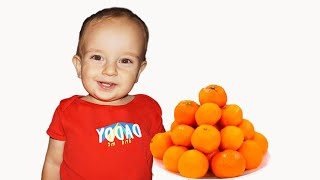 Funny Kids learn to eat healthy food, not harmful candies - اشترت حلويات
