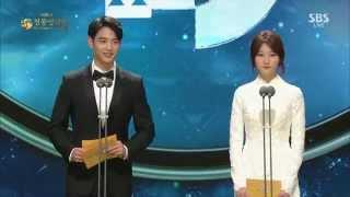 151126 Blue Dragon Film Awards - 최민호 시상