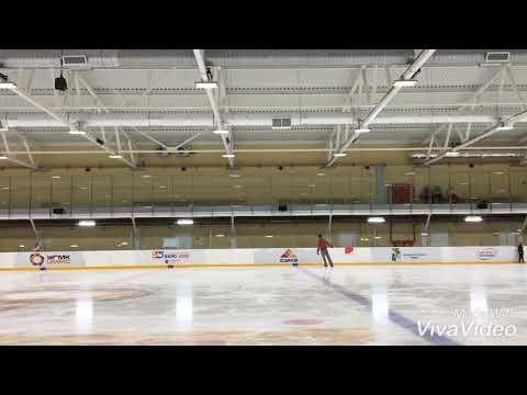 Training acrobatics on ice