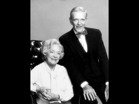Ver A Family Upside Down (1978) en Español
