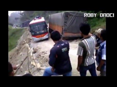 Jalan Paling Ekstrim di Batu Jomba Indonesia