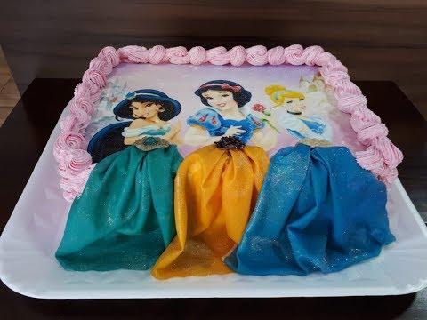 Bolo com Decoração das Princesas.