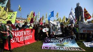 Baixar Climate Extremists Shut Down London