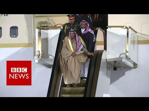 Saudi king's golden escalator gets stuck - BBC News