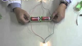 EM-E-05 電池をつなげて電流を流すと豆電球に明かりをともります。電池...