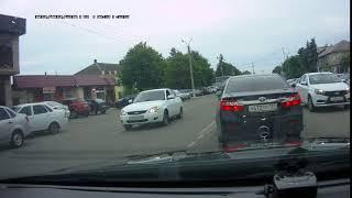 М050ВК07 сотрудник Полиции ехал о встречке прямо возле здания МВД в г. Баксан