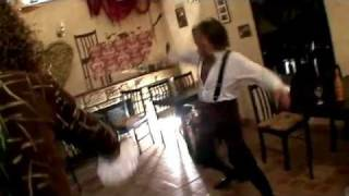 (Юмор)Удар шпагой во время съёмок клипа