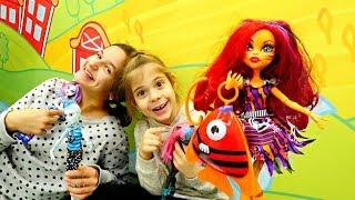 Видео для девочек - Monster High: Торалай пересолила рыбу!