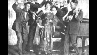 Mamie Smiths & Her Jazz Hounds -  Crazy Blues