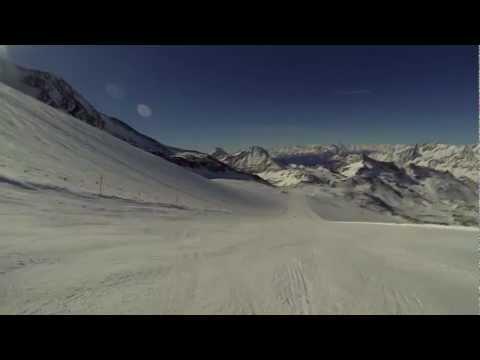 Skiing Kleine Matterhorn to Valtournenche via La pista del ventina
