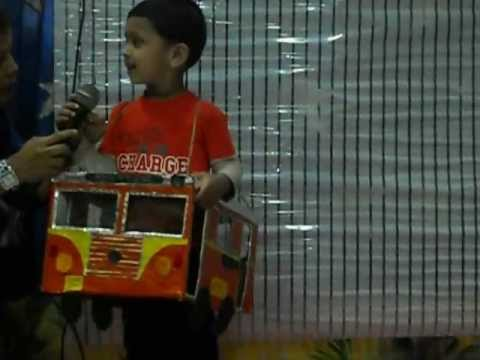 Ayaan 39 s fancy dress youtube for Housse transport costume
