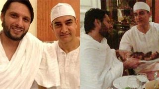 vuclip Aamir Khan meets Shahid Afridi during HAJJ
