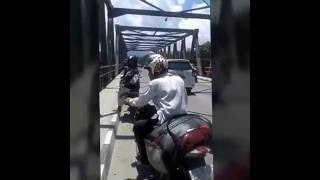 Video Penampakan Buaya Putih Di Jembatan download MP3, 3GP, MP4, WEBM, AVI, FLV November 2017