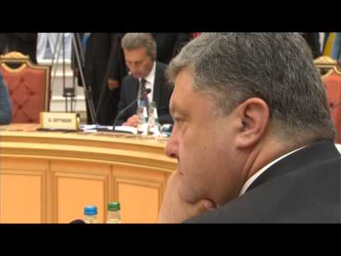 В. Путин к Порошенко :  Вот Пётр Алексеевич, я вижу, он не согласен со мной.