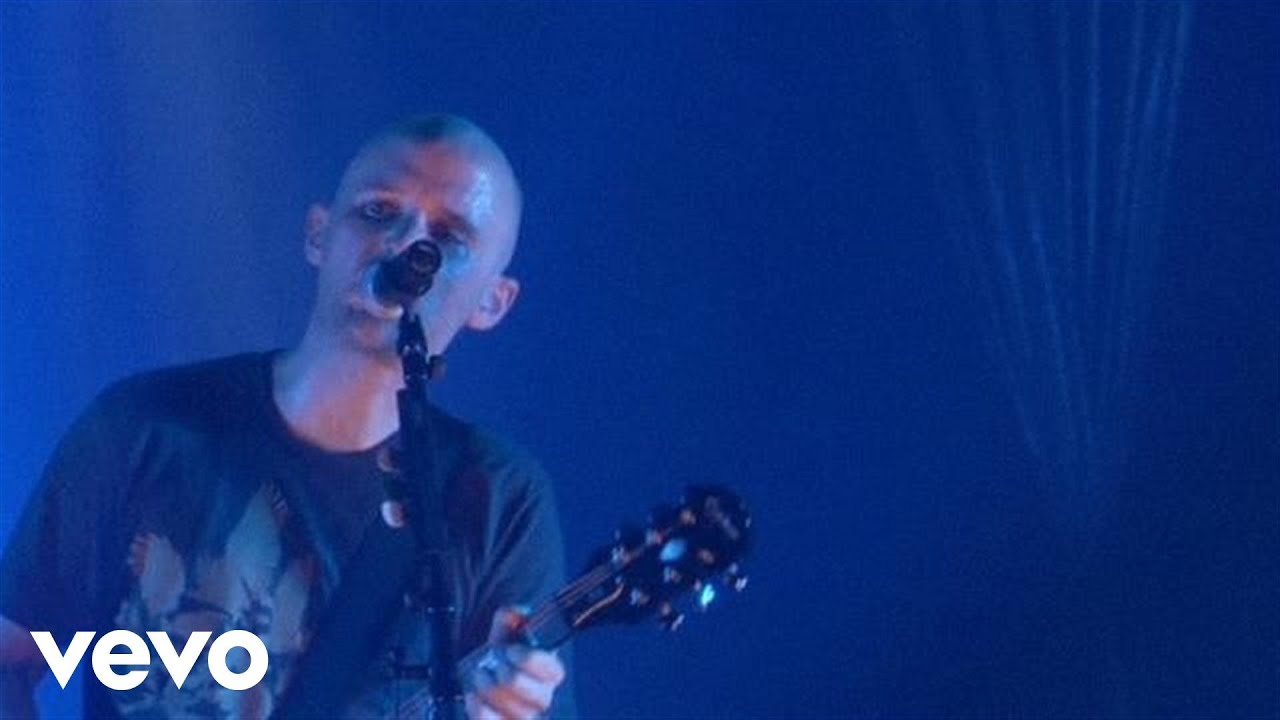 moby-we-are-all-made-of-stars-live-emimusic