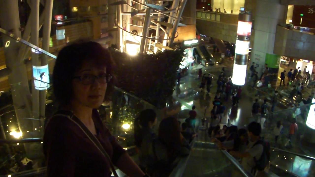 旺角・朗豪坊電梯(2013年11月) - YouTube
