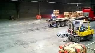 Carga de pallets de cemento con sistema pusch pool