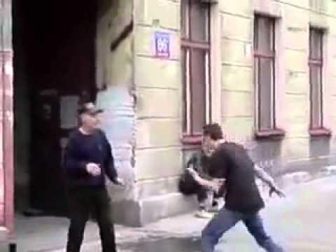 Taking advantage of drunk friendsKaynak: YouTube · Süre: 26 saniye