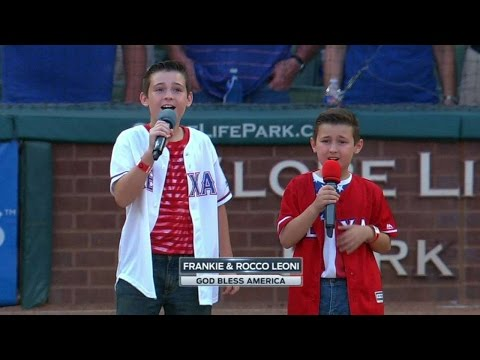 SEA@TEX: Two young fans sing God Bless America