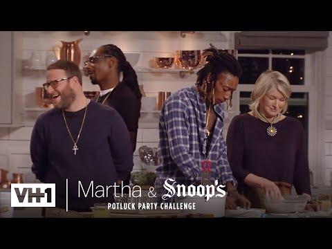 Wiz Khalifa & Seth Rogen Make Delicious Fried Chicken | Martha & Snoop's Potluck Dinner Party