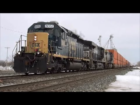 SD40-2 leads Hot Intermodal Freight Whole lota train action going on