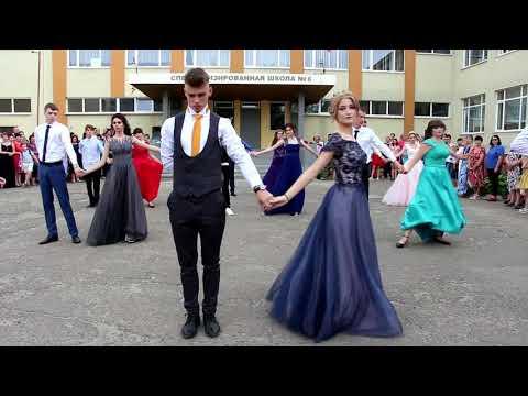Вопрос: Как танцевать вальс?