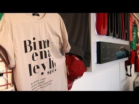 """Binaenaleyh bu bir tişörttür"""