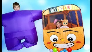 Dominika and Rinat play with bus