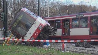 Straßenbahn entgleist - 10 Verletzte in Düsseldorf-Bilk am 28.11.2014 + O-Ton