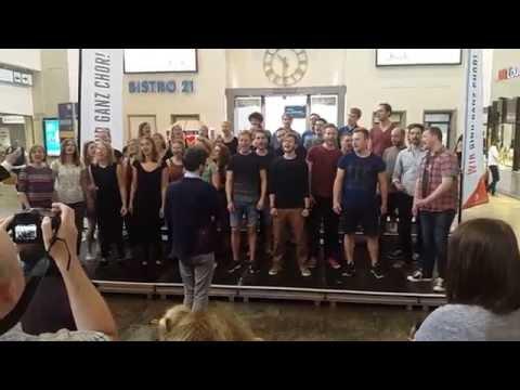 Unipopchor Osnabrück - Somebody to Love - HBF Stuttgart