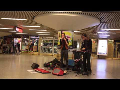 Mikael Kosmos & Ihmineläin in Asematunneli 2.5.2014