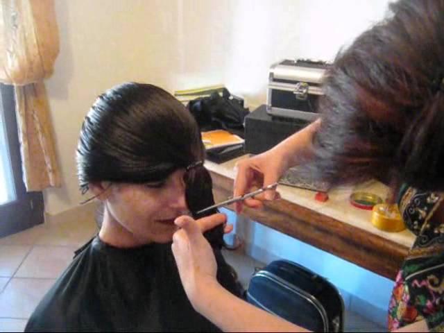 Taglio capelli ricci scalati fai da te