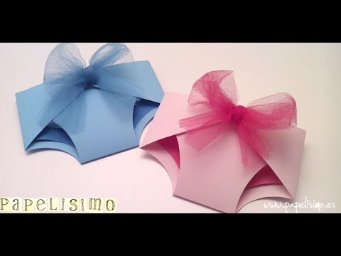 16a8b5036a470 Como hacer tarjeta con forma de pañal baby shower - YouTube