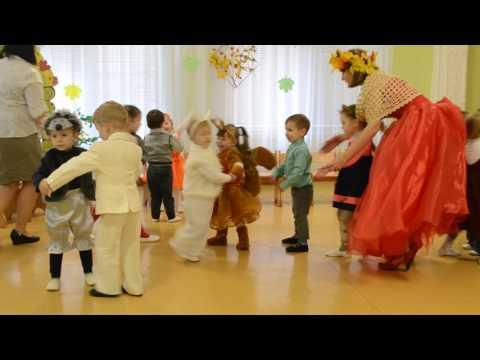 Веселая игра с детками младшей группы Праздник осени в детском саду