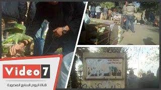 الباعة الجائلين يحولون حديقة السيدة عائشة إلى سوق لبيع طيور الزينة