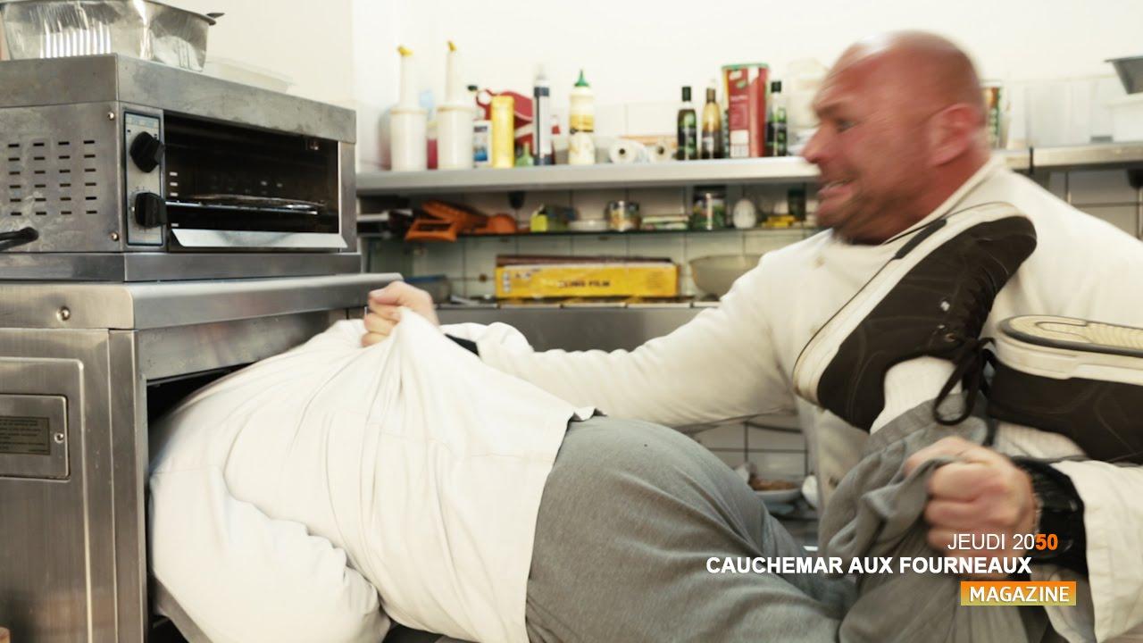 Cauchemar En Cuisine Il Lui Claque La Tete Dans Un Micro Ondes Parodie Etchebest Ramsay