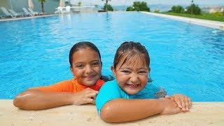 Öykü is learning to swim - fun kids video