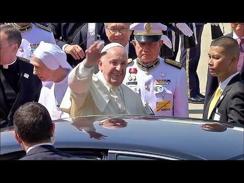 شاهد: بابا الفاتيكان في تايلاند للقاء الكاثوليك في جولة آسيوية…