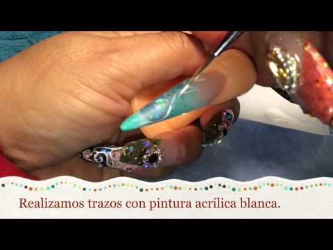 Diseño uñas acrílicas en color menta y turquesa.