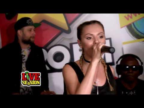 Alexandra Stan feat. Havana - Ecoute (live on radio ProFM)
