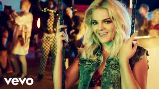 Смотреть клип Louisa Johnson - Best Behaviour