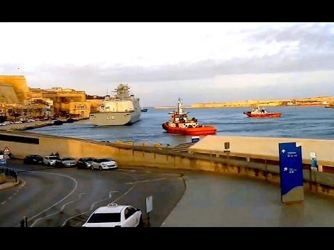 Корабль боевой поддержки из Дании HDMS ABSALON L16 покинул порт Валлетта без проблем :(