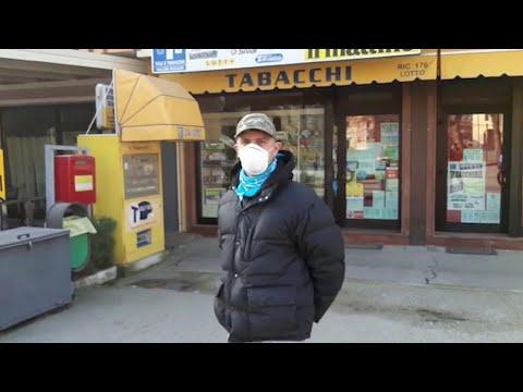 Coronavirus, davanti al bar frequentato da Trevisan: 'Qui viene tutto il paese'